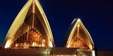 Teatro de la ópera de Sydney iluminado, Australia