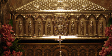 Tumba de Santiago Apóstol, Catedral de Santiago de Compostela, L