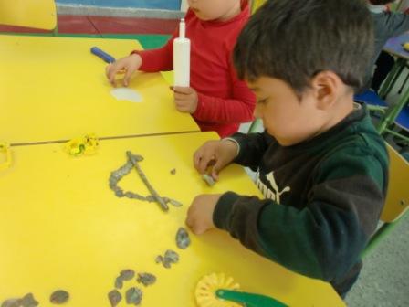 Las Abejas construyen las letras P y S 1