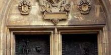Puerta de entrada a la Catedral de Dusseldorf, Alemania