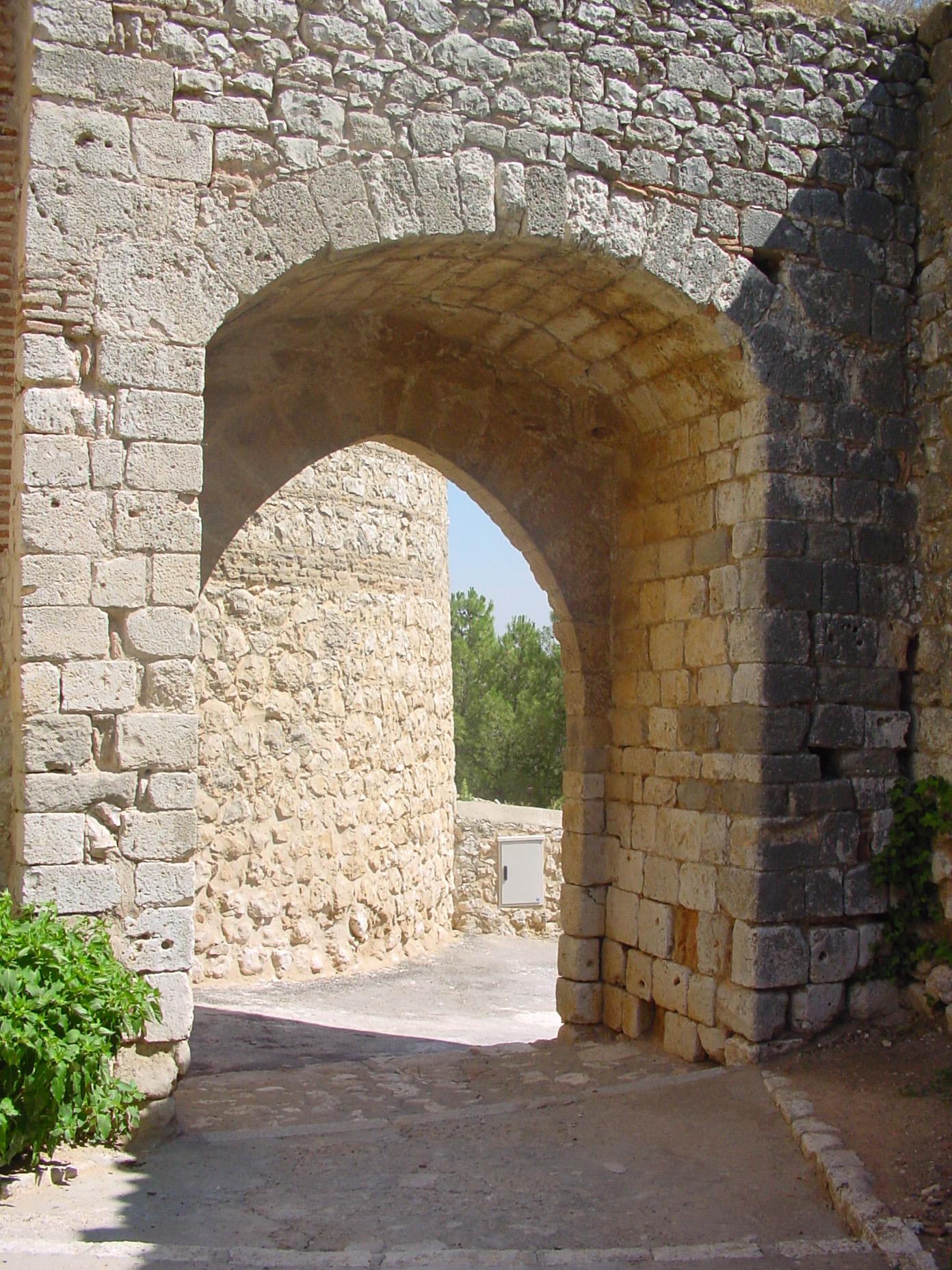Arco de piedra en Santorcaz