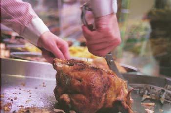 Trinchando un pollo asado