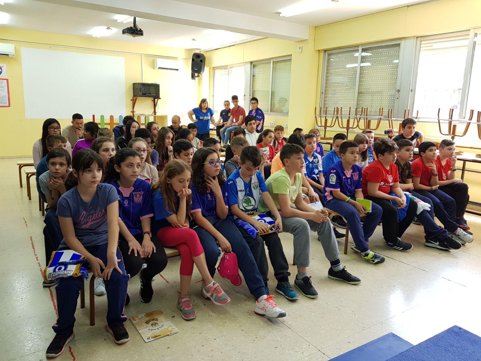 Los jugadores del C.F. Leganés visitan el cole 4