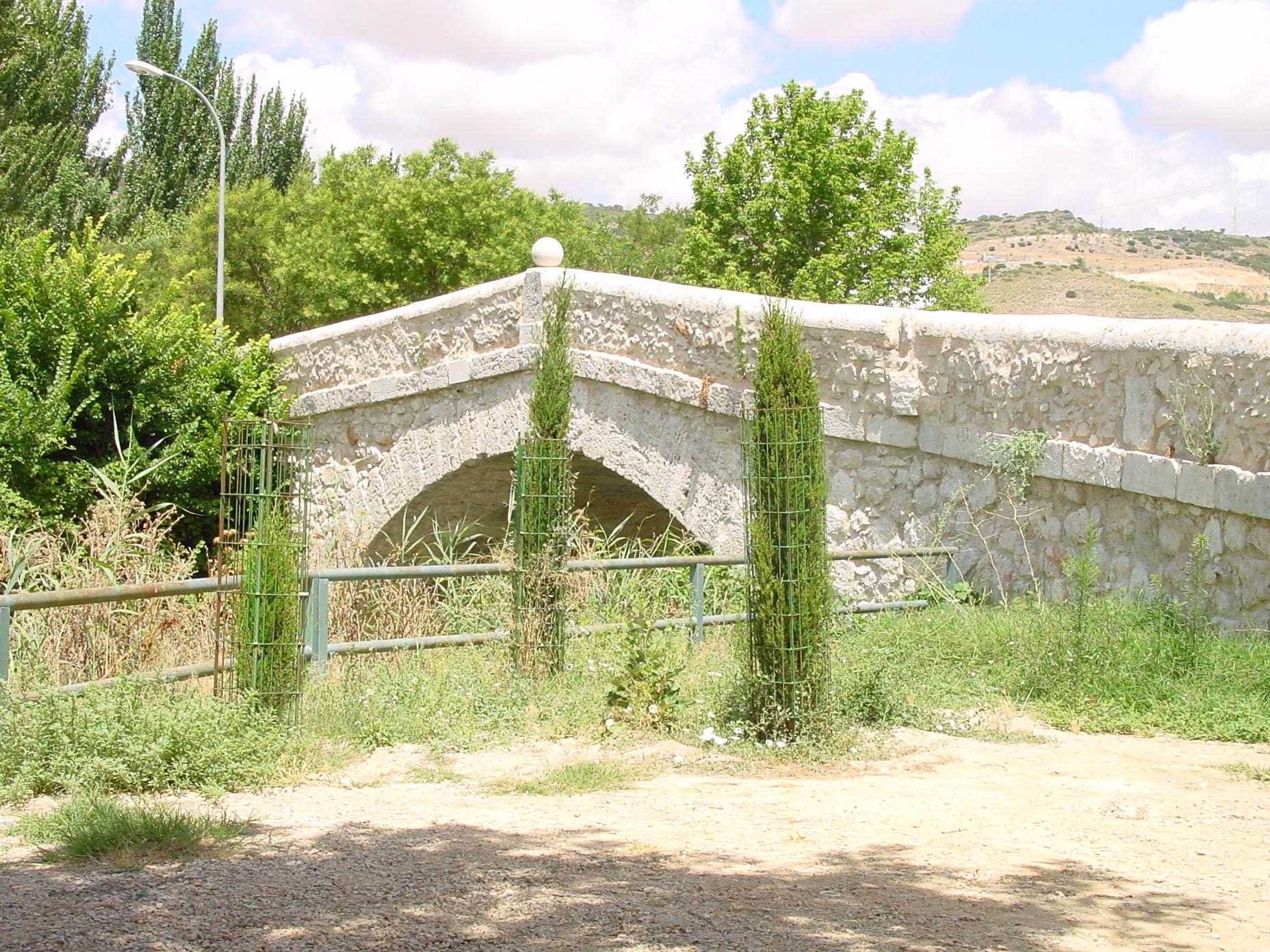 Puente medieval sobre el río Tajuña en Tielmes