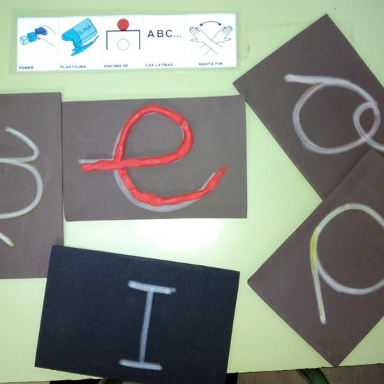 Seminario:material manipulativo para infantil y primaria adaptado a alumnos con T.E.A. 61
