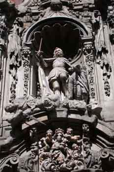 Detalle de la hornacina de la fachada del Museo Municipal de Mad