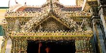Frontón de puerta con decoración thai, Tailandia