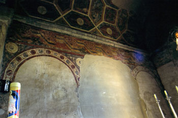 Pintura del transepto (hacia oriente) de San Julián de los Prado
