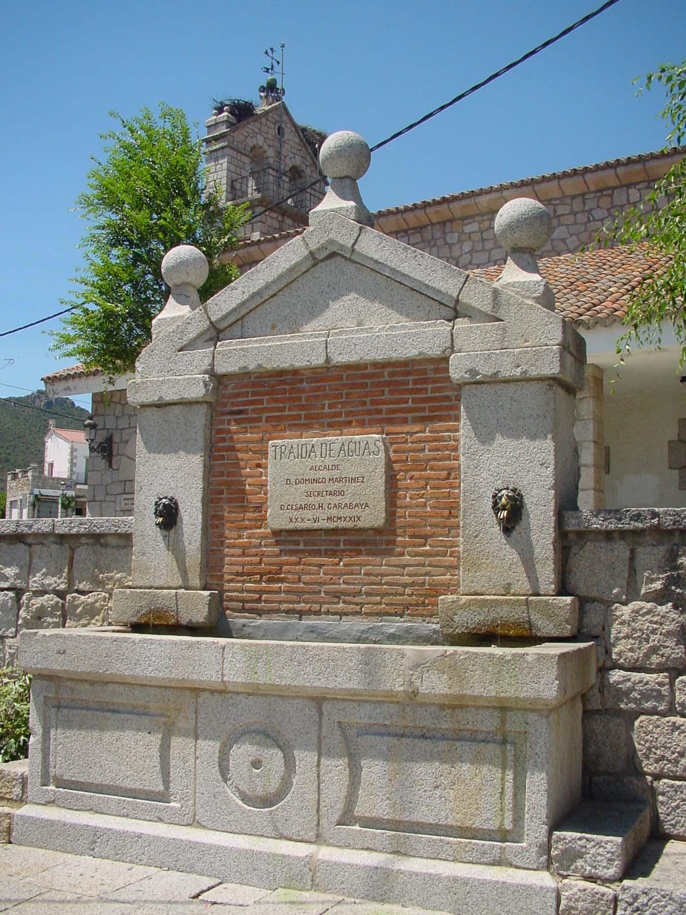 Fuente de piedra en Hoyo de Manzanares