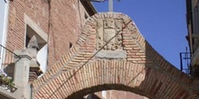 Arco con escudo y cruz