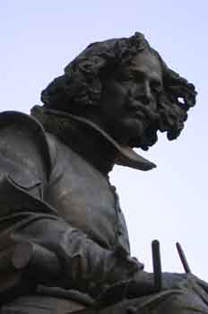Detalle de la estatua de Velázquez en el Paseo del Prado, Madrid