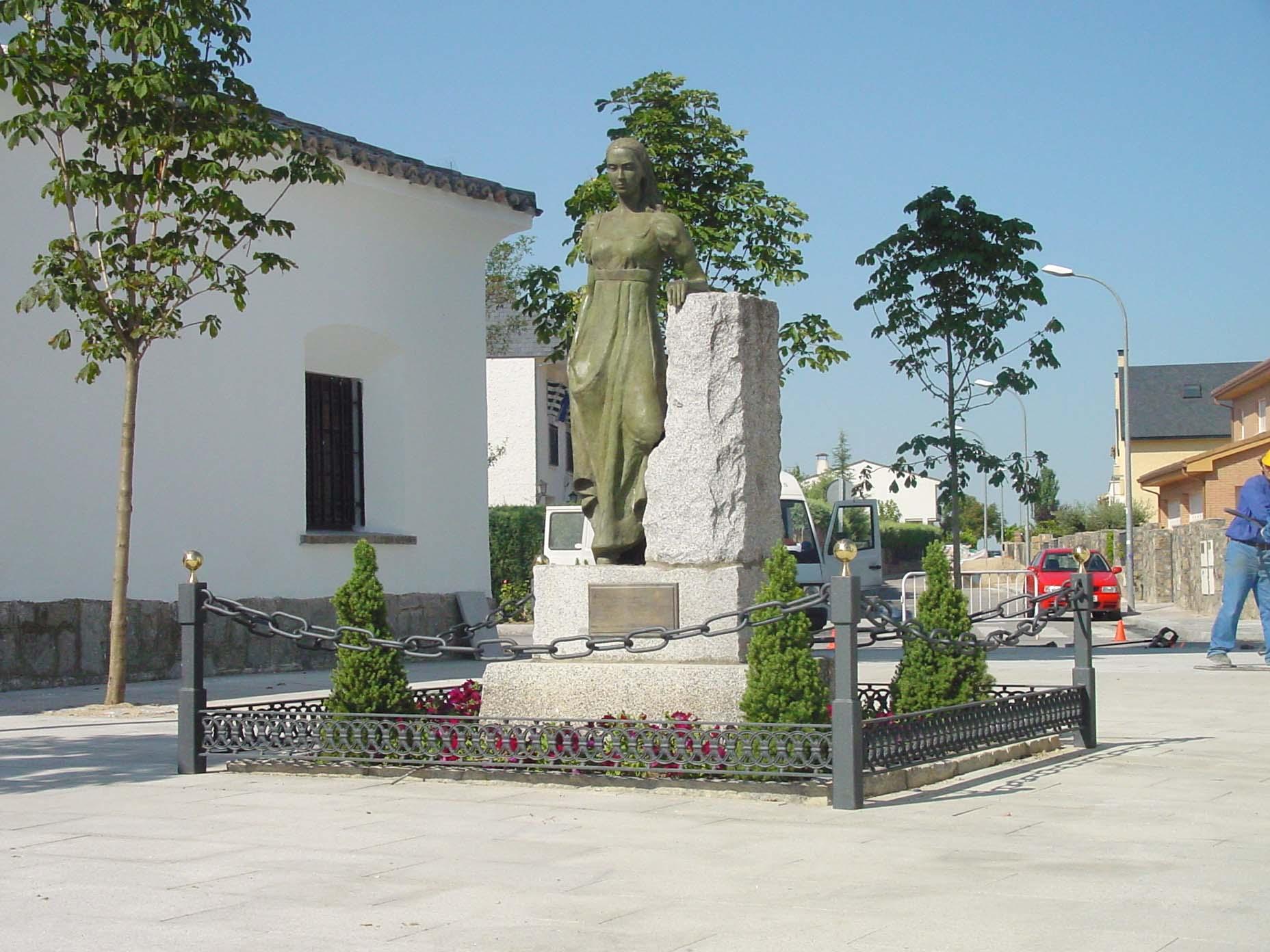 "Estatua de ""La Despernada"" en Villanueva de la Cañada"