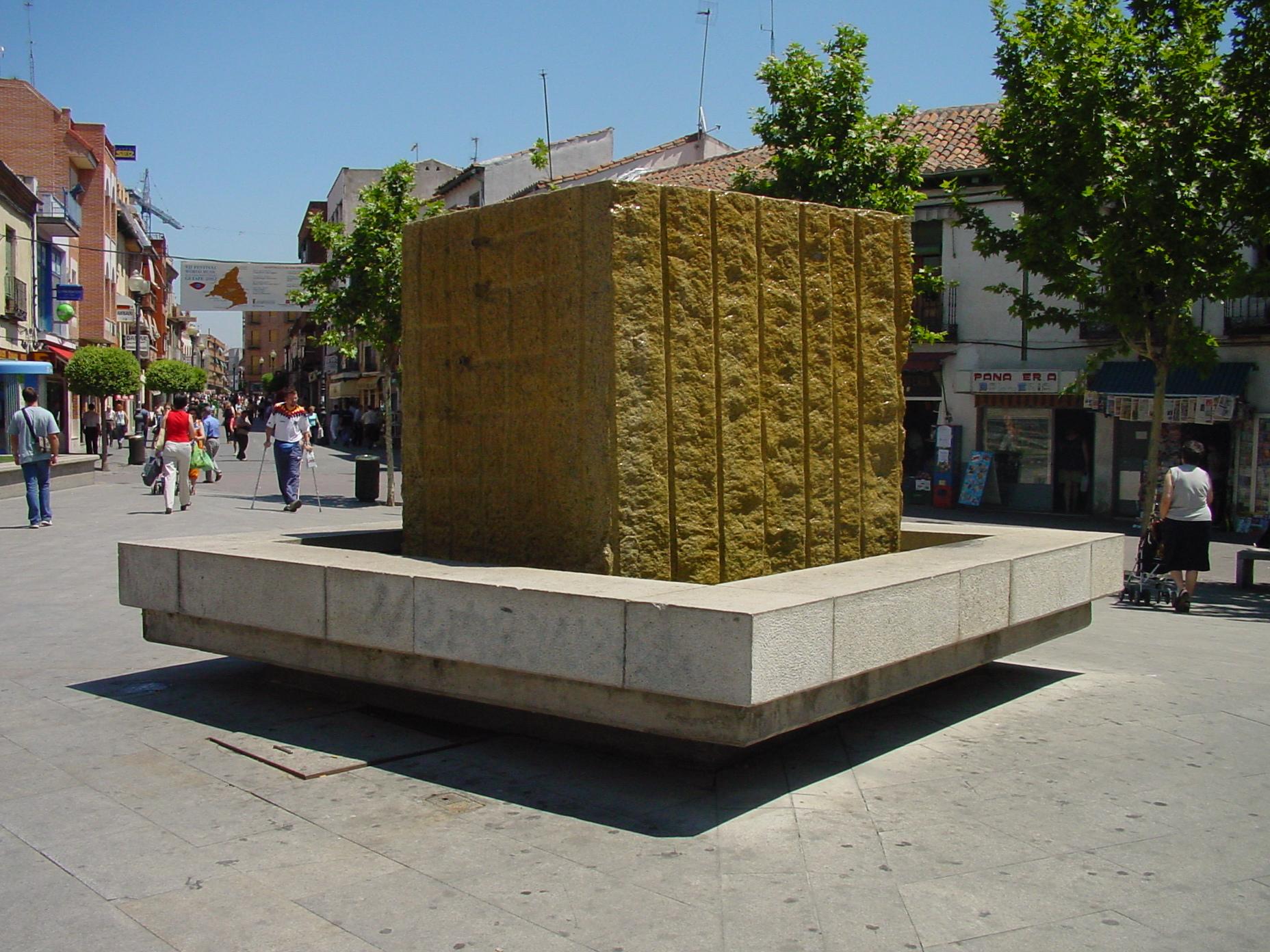 Plaza y monumento en Getafe
