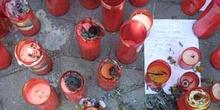 Cirios depositados en la estación de Atocha en recuerdo de las v