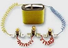 Battery and 3 bulbs in series circuit