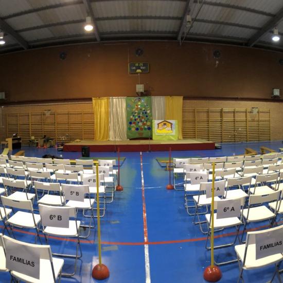 Polideportivo. Preparado para evento Navidad-Fiesta fin de curso.