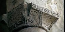 Capitel troncopiramidal de la iglesia de San Miguel de Lillo, Ov