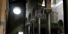 Interior lateral de la Basílica de San Ferdiano, Lucca