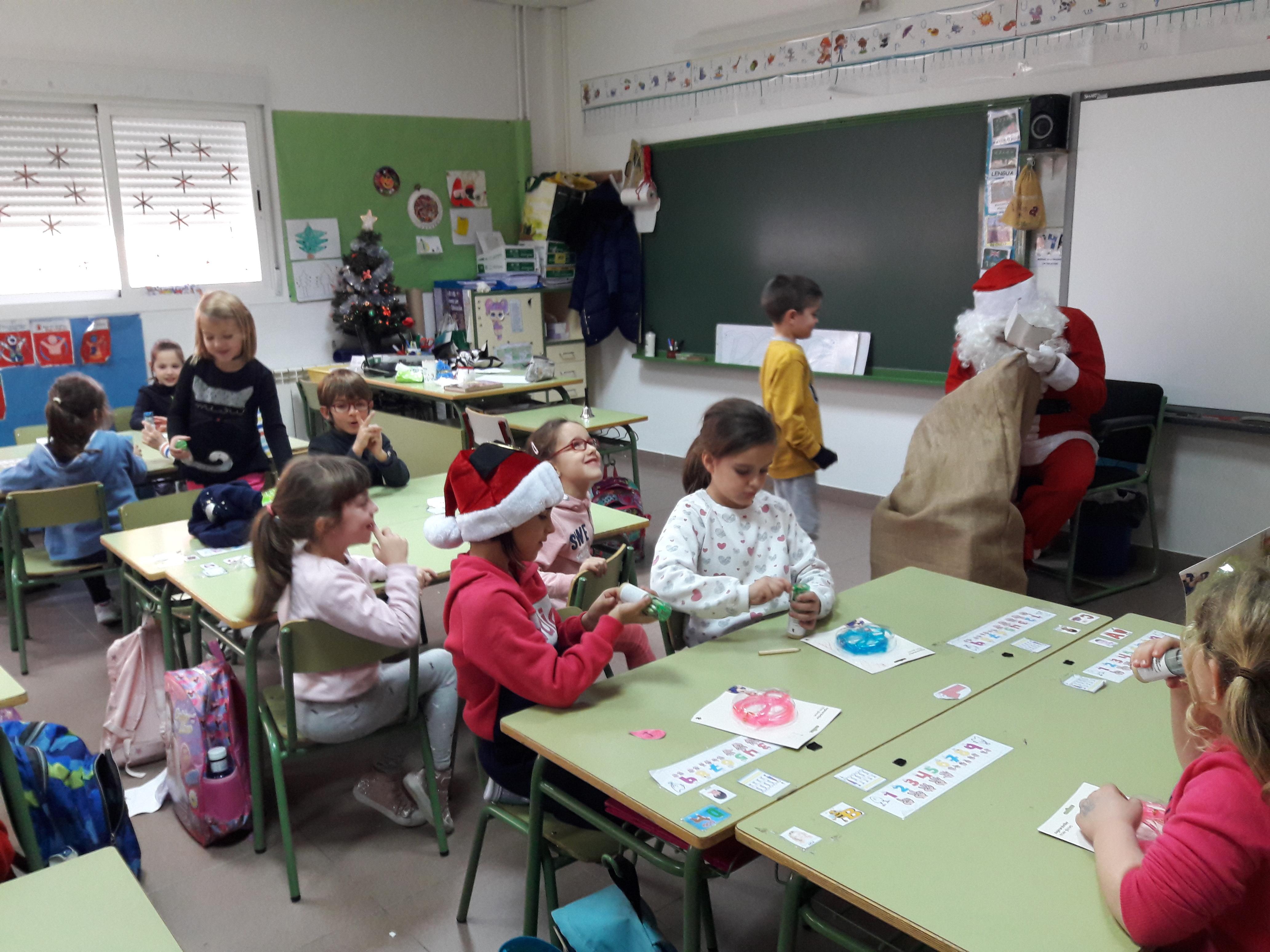 Santa Claus comes to School 11
