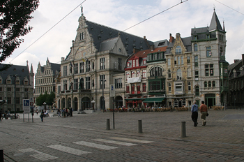 Vista general de la plaza Sint Baafsplein, Gante, Bélgica