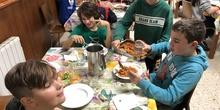 Albergue 6º - 2º día (comiendo) 5