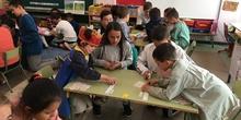 Buddies: 5 años y sexto enseñando a jugar. 11
