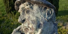 Detalle de una escultura de Pablo Neruda