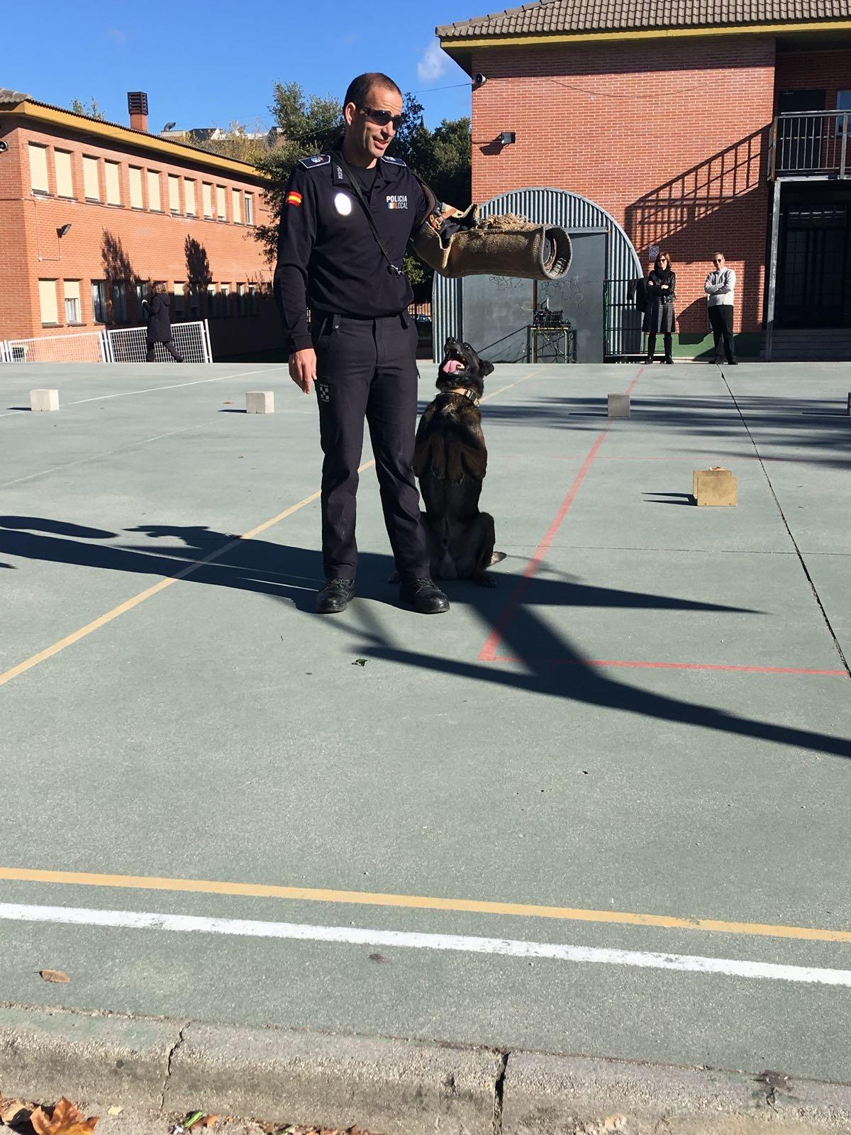 La Unidad Canina de la Policia Municipal de Las Rozas visita el cole_2_CEIP FDLR_Las Rozas_2017  3