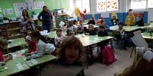 Santa Claus comes to School (II)