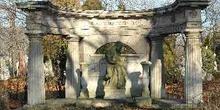 Panteón en el Cementerio de Kerepesi, Budapest, Hungría