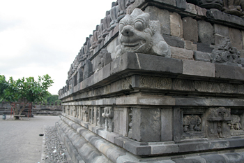 Detalle de un esquinazo del templo de Wisnu, Prambanan, Jogyakar
