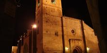 Vista nocturna de la Catedral de Cáceres