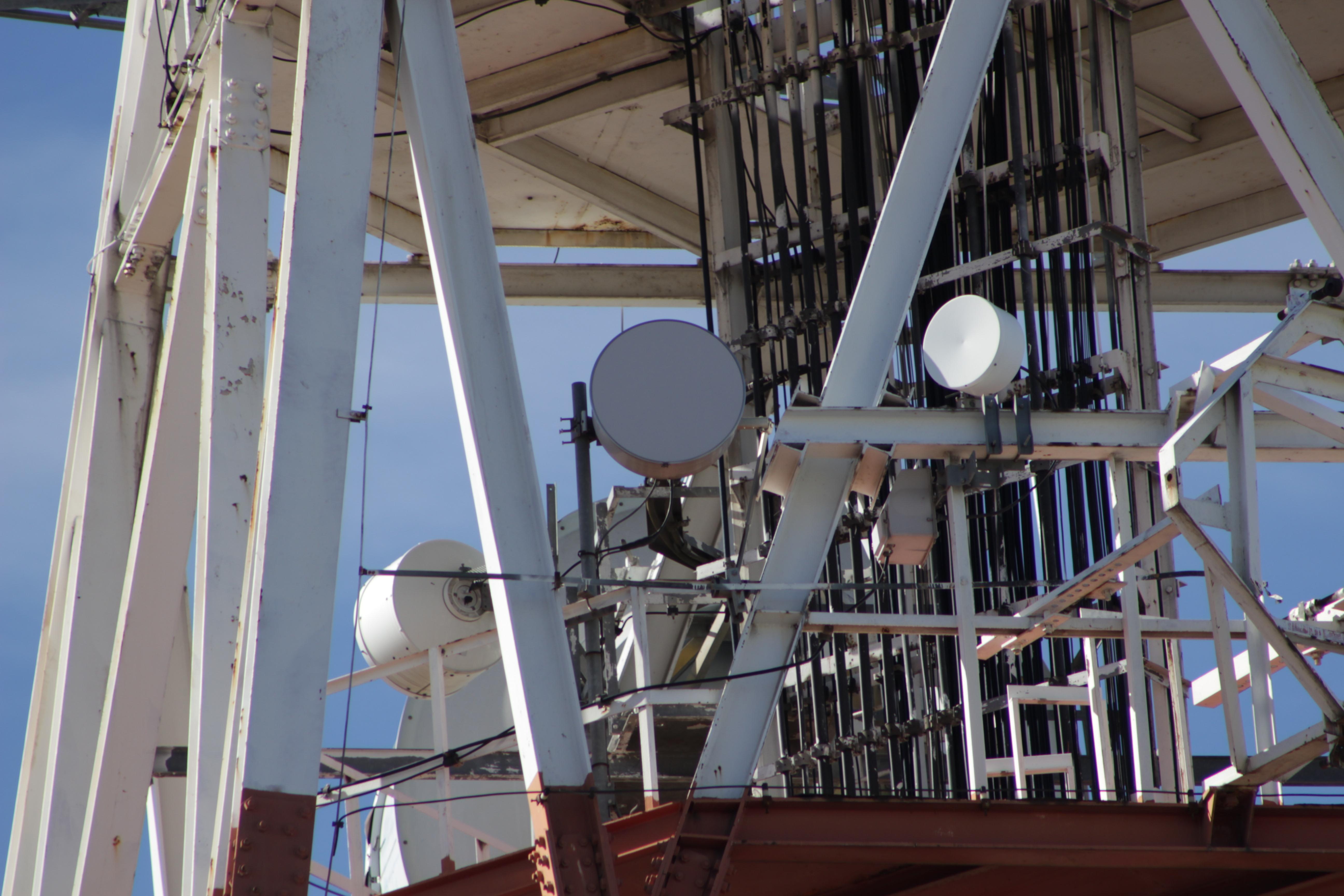 Radioenlaces de 18 Ghz punto a punto con radomos de protecci&amp