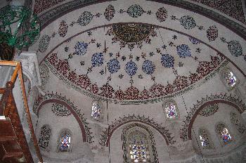 Detalle de bóvedas decoradas en Mihrimah Camii en Üsküdar, Estam