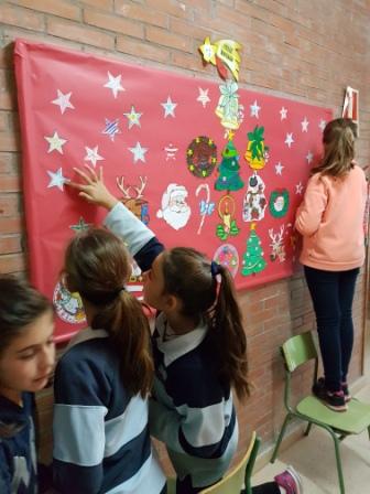 Decorando pasillos del pabellón 3 por Navidad 7