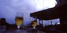 Copas de cerveza encima de la mesa, Canarias