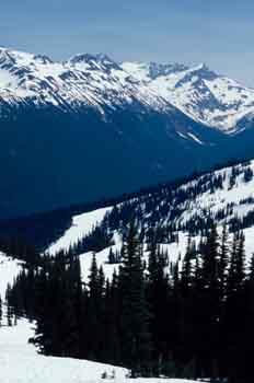 Montañas nevadas en Whistler, Canadá