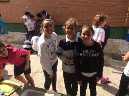 2017_04_21_JORNADAS EN TORNO AL LIBRO_TALLER PAPEL RECICLADO_5º Y 6º 20