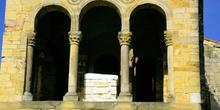 Arquería del mirador oriental de Santa María de Naranco, Oviedo,