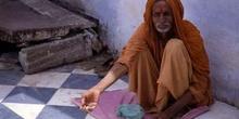 Retrato de hombre con la mano extendida, Pushkar, India