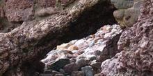 Oquedad en paisaje rocoso