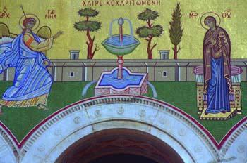 Detalle de la fachada de la Catedral Ortodoxa de Atenas, Grecia