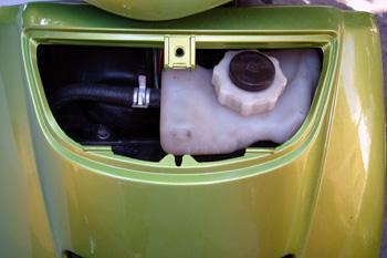 Ciclomotor. Depósito de expansión del líquido refrigerante