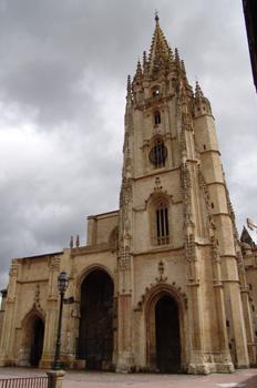 Fachada principal, Catedral de Oviedo