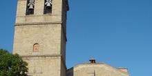 Vista frontal de iglesia en Villa del Prado