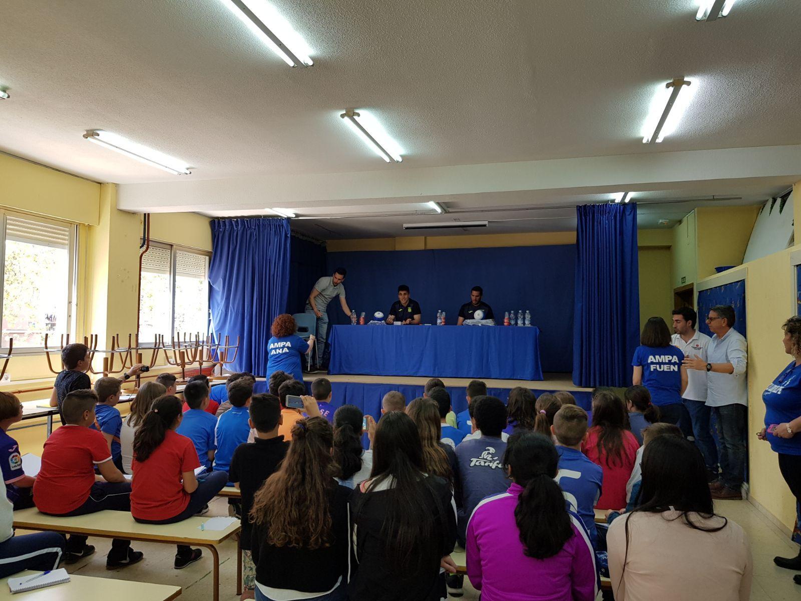 Los jugadores del C.F. Leganés visitan el cole 2