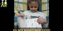 BOOKTUBER ANGELINA 17