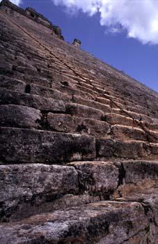 Escalinata este de la Pirámide del Adivino, Uxmal, México