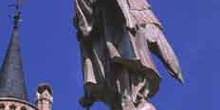 Estatua junto al Palacio Episcopal, Astorga, León