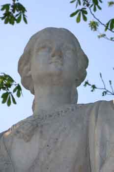 Detalle del monumento a Doña Berenguela, esposa del rey Alfonso